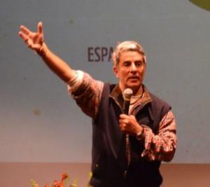 Pedro Bara hablando ante activistas e indígenas. Crédito: Denise Oliveira/WWF Living Amazon Initiative