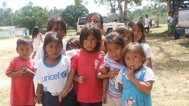Niñas y niños uwottyja en la comunidad amazónica de Samaria. Crédito: Humberto Márquez/IPS