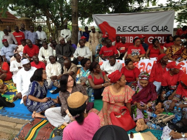 Reunión de activistas de la campaña #BringBackOurGirls (devuelva a nuestra niñas) en el parque de diversiones Maitama, en Abuya, Nigeria. Crédito: Ini Ekott/IPS.