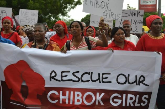 Nigerianos en la fuente de la Unidad, en Abuja, el 30 de abril de 2014, reclaman al gobierno medidas rápidas para encontrar a las 276 colegialas secuestradas el 14 de abril de la escuela secundaria de Chibok, en el nordestino estado de Borno, por el grupo islamista radical Boko Haram. Crédito: Mohammed Lere / IPS