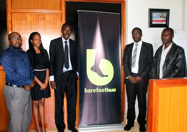 Un abogado y su teléfono inteligente revolucionan la justicia en Uganda