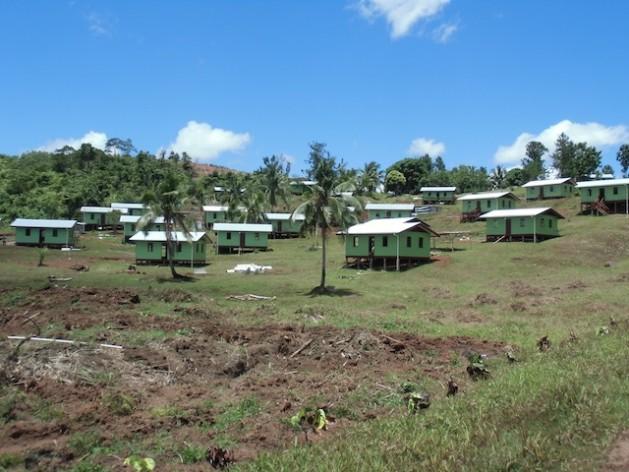 El nuevo poblado de Vunidogoloa en Vanua Levu, la segunda mayor isla de Fiyi. Crédito: Gobierno de Fiyi.