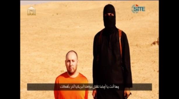 El periodista Steven Sotloff, momentos antes de ser asesinado, según la captura del video difundido por el Estado Islámico. Crédito: IPS