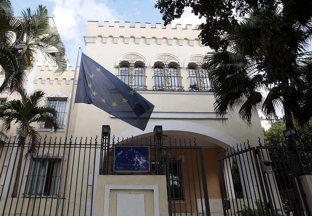Vista exterior en la capital de Cuba de la sede de la Delegación de la Unión Europea, el bloque de 28 países con el que el gobierno de La Habana reiniciará en marzo las negociaciones para un acuerdo bilateral de cooperación. Crédito: Jorge Luis Baños /IPS.