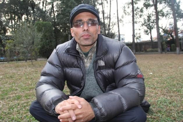Suman Adhikari, hijo de Muktinath Adhikari, un director de escuela que fue asesinado por los rebeldes maoístas durante la guerra civil de Nepal. Crédito: Renu Kshetry/IPS