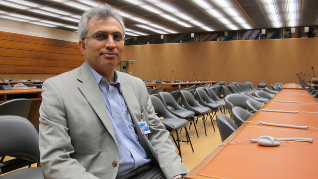 Nasser Boladai, portavoz del Congreso de Nacionalidades por un Irán Federal, promotor de un país secular, democrático y descentralizado, durante la entrevista con IPS la sede del Consejo de Derechos Humanos de las Naciones Unidas, en Ginebra. Crédito: Karlos Zurutuza/IPS