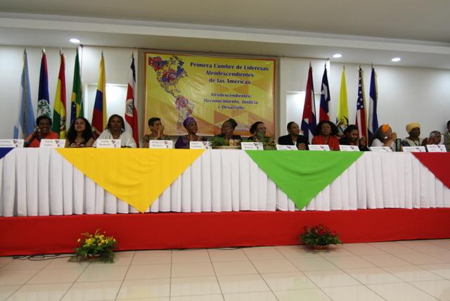 El presidio de la inauguración de la Primera Cumbre de Lideresas Afrodescendientes de las Américas, el 26 de junio, que concluyó dos días después en Managua con la declaración de un decenio de lucha por sus derechos. Crédito: Cortesía de la RMAAD