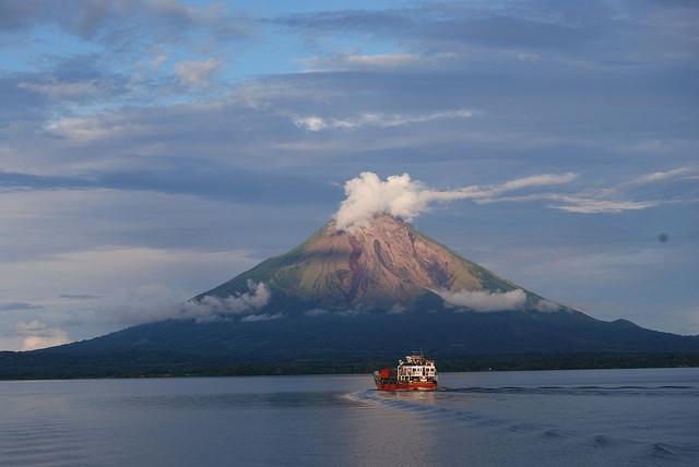 Parte de la isla de Ometepe, dentro del lago Cocibolca, en el occidente de Nicaragua. Científicos, ambientalistas, opositores políticos, académicos, organizaciones sociales y afectados se han unido en contra de la construcción del canal interoceánico y en defensa del lago, que quedaría dividido por la obra. Crédito: Karin Paladino/IPS