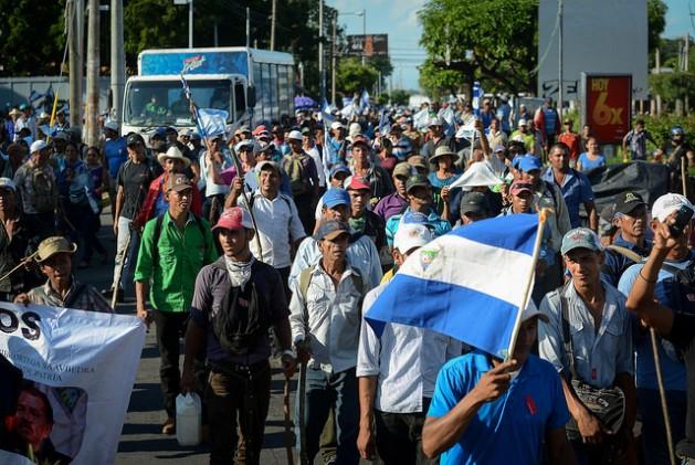 Centenares de campesinos llegaron a Managua desde la costa caribeña del sur de Nicaragua, el 27 de octubre, para participar en la 55 protesta en el país contra la construcción del canal interoceánico, que desplazaría a miles de familias rurales. Crédito: Carlos Herrera/IPS