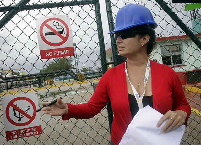 María Yodalis Hernández, jefa de negocios de la estatal Empresa de Perforación y Extracción de Petróleo del Centro, en el Centro Colector 10, en Cárdenas, en la provincia cubana de Matanzas. Crédito: Jorge Luis Baños/IPS