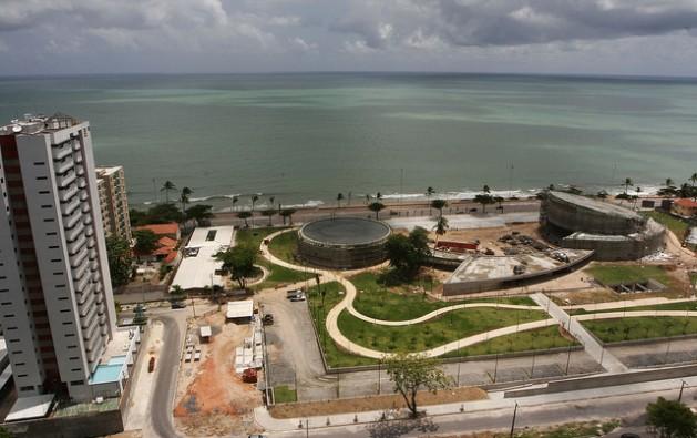 La elevación del nivel del mar puede anegar varias zonas de Recife, en el extremo nororiental de Brasil, sobre el océano Atlántico, al igual que en otras localidades costeras de América Latina. Crédito: Alejandro Arigón/IPS