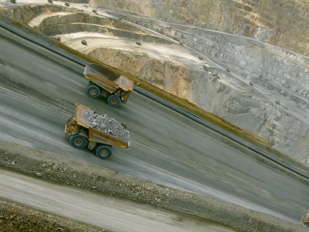La empresa minera estadounidense Newmont evadió la ley de minería de Indonesia al aplicar una cláusula de solución de controversias de un tratado de inversión con Holanda. Crédito: Randi Ang.