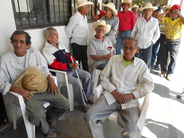 Campesinos de Chicoasén, en el sureño estado de Chiapas, en México, con parcelas en un ejido (terreno público adjudicado para explotación comunitaria), la mayoría de avanzada edad, participan en la organización de una protesta contra la instalación de una central hidroeléctrica en el área, que afectará sus predios y su forma de vida. Crédito: Emilio Godoy/IPS