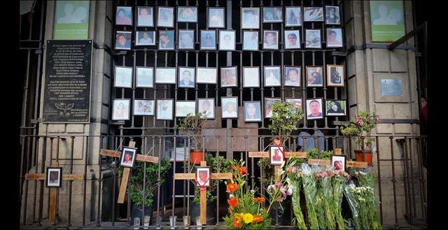 Familiares de desaparecidos esperan la identificación de 118 cuerpos exhumados  en dos fosas del panteón de Tetelcingo, en Morelos. Crédito: Ana Cristina Ramos y Arturo Contreras/ A pie de Página