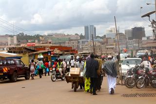 Se estima que en el asentamiento precario de Kisenyi, en la capital de Uganda, viven muchos de los casi 12.000 inmigrantes somalíes que hay en este país. Crédito: Amy Fallon/IPS.