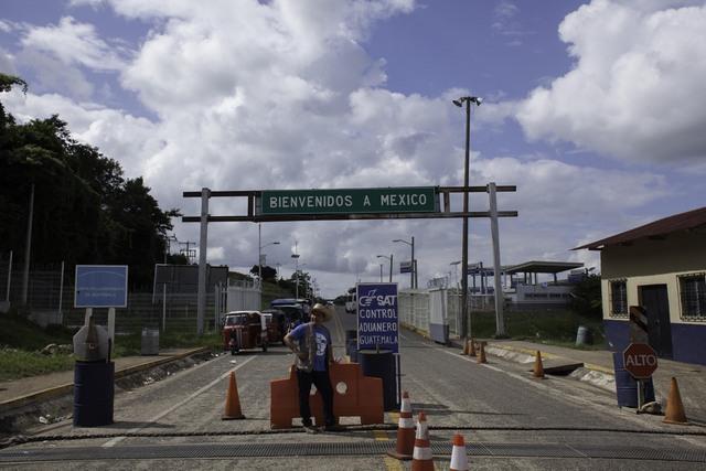 El puesto fronterizo entre Guatemala y México, que atravesaron los 30 miembros de la misión internacional de investigación sobre los abusos contra migrantes centroamericanos en territorio mexicano. Crédito: Moisés Zúñiga Santiago/En el Camino
