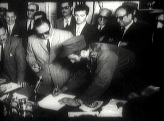 El comandante Fidel Castro firma como primer ministro el 16 de febrero de 1959. Crédito: Dominio Público