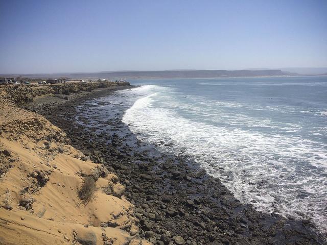 La contaminación es notoria en la costa del área. Crédito: Celia Guerrero/Pie de Página