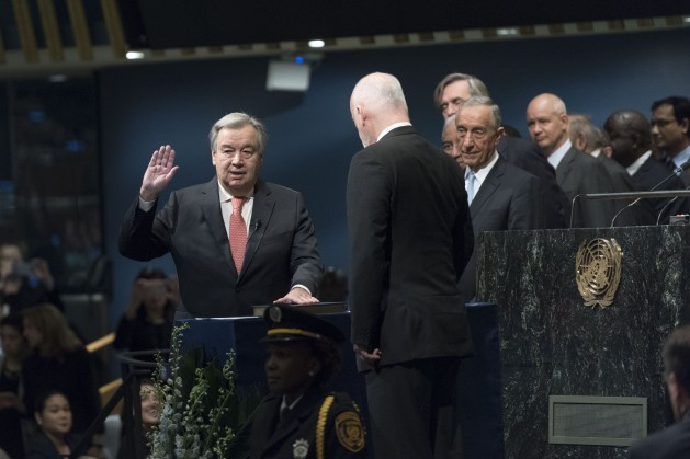 António Guterres presta juramento como secretario general, cargo que desempeñará durante cinco año. Crédito: UN Photo/Mark Garten.