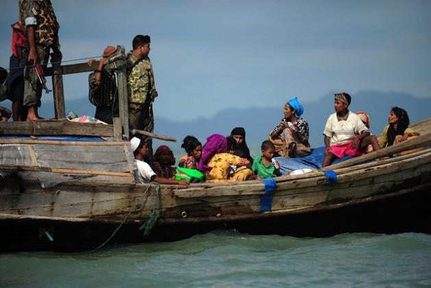 Un grupo de refugiados es devuelto por la guardia fronteriza de Bangladesh en 2012. La violencia contra los rohinyás musulmanes en Birmania tiene ya varios años. Crédito: Anurup Titu/IPS.