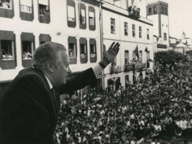Mário Soares, en una de las innumerables veces que se dirigió a una multitud en Portugal, donde fue presidente y primer ministro. Crédito: Partido Socialista
