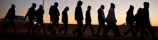 Jóvenes albanos regresan a su país tras perder su trabajo en el extranjero por la crisis económica mundial. Para mucho de ellos, reingresar al mercado laboral local es una ardua tarea. Un proyecto conjunto de la Organización Internacional del Trabajo y el Programa de las Naciones Unidas para el Desarrollo los ayuda a hacer frente al desafío. Crédito: ONU.