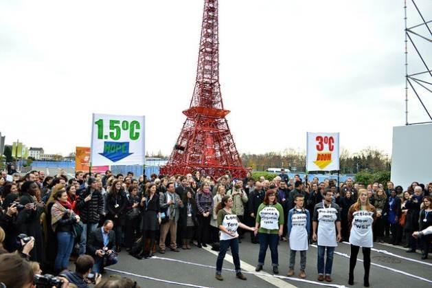 El Acuerdo de París, adoptado en diciembre de 2015 para combatir el cambio climático, sufrirá una prueba importante si Donald Trump cumple su promesa electoral y le retira el apoyo de Estados Unidos. Crédito: Diego Arguedas Ortiz / IPS.