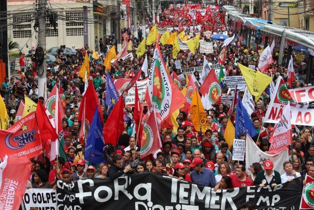 El descontento es el sentimiento generalizado en Brasil. La metrópoli brasileña de São Paulo, la misma que lideró las protestas contra la destituida mandataria Dilma Rousseff, sigue siendo escenario de multitudinarias manifestaciones contra el actual presidente, Michel Temer. Crédito Paulo Pinto/AGPT
