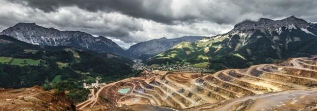 La extracción mundial de minerales se triplicó en las últimas cuatro décadas, lo que intensificó el cambio climático y la contaminación del aire. Crédito: PNUMA.