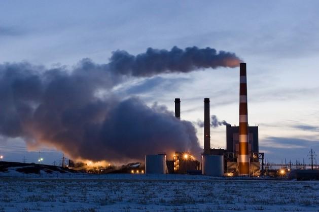 Entre las acciones inmediatas e indispensables que deben realizarse para 2020 se encuentran la eliminación de unos 600.000 millones de dólares en subvenciones anuales a las industrias de combustibles fósiles. Crédito: Bigstock