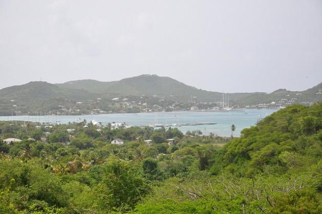 """Autoridades de la pintoresca Antigua y Barbuda aseguran que protegen la """"belleza natural"""" en la lucha contra el cambio climático. Crédito: Desmond Brown/IPS."""