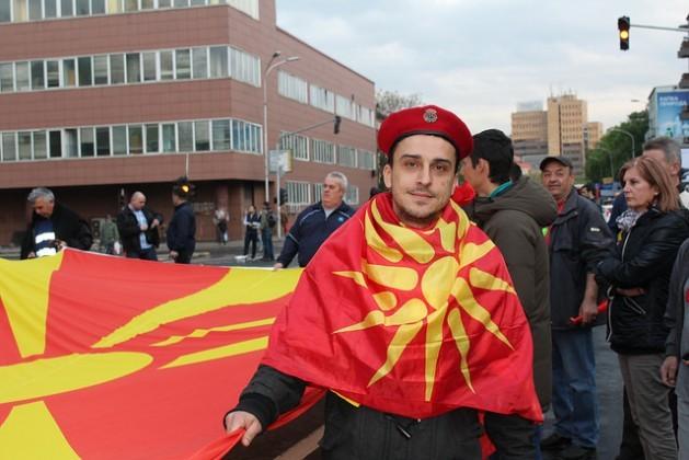 Miles de personas se reúnen a diario en el centro de Skopie para apoyar al presidente de Macedonia, Gjorge Ivanov. Crédito: Aleksandra Jolkina/IPS.