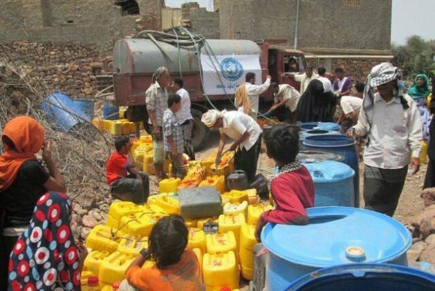 Distribución de agua en Yemen, una de las mayores crisis humanitarias. Crédito: UN photo