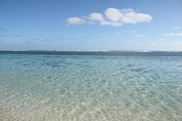 La playa y el arrecife de Rarotonga, la más poblada de las Islas Cook. Crédito: Christoph Behrends/IPS.