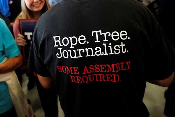 Parte de una imagen de Jonathan Ernst, de la agencia Reuters, tomada en noviembre de 2016 en una reunión de partidarios de Donald Trump, utilizada por el CPJ para su informe de 2017. Crédito: CPJ