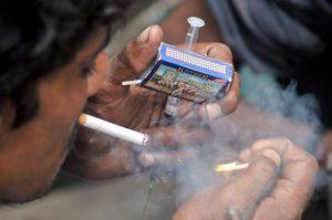 Usuarios de drogas intravenosas en Pakistán. Crédito: Fahim Siddiqi / IPS
