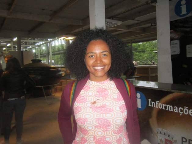 """GIlda Montenegro, nutricionista del Ministerio de Educación de Panamá, considera que """"es importante el programa de compras locales"""", porque """"respeta la cultura y promueve el sentimiento de pertenencia de los productores locales"""", como se nota en Vitoria y también en una experiencia con comunidades indígenas en Panamá. Crédito: Mario Osava/IPS"""