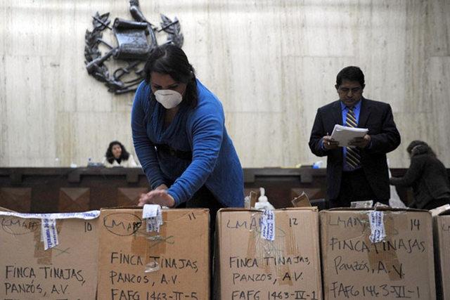 Evidencia presentada durante el juicio en el Tribunal de Mayor Riesgo de Guatemala en febrero de 2016. Crédito: Rocizela Pérez/ Mujeres Transformando el Mundo
