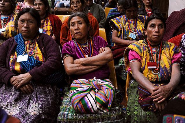 Mujeres presencian el juicio en la Corte de Mayor Riesgo de Guatemala en febrero de 2016. Crédito: Rocizela Pérez/ Mujeres Transformando el Mundo