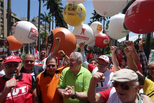 Líderes sindicales durante una protesta contra la planteada reforma laboral que pretende el gobierno de Michael Temer en la plaza de Sé, en São Paulo, capital económica de Brasil. Crédito: Paulo Pinto/AGPT