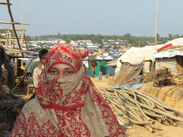 Una mujer rohinyá en el campamento de Kutupalong, en Bangladesh. Crédito: Naimul Haq/IPS.