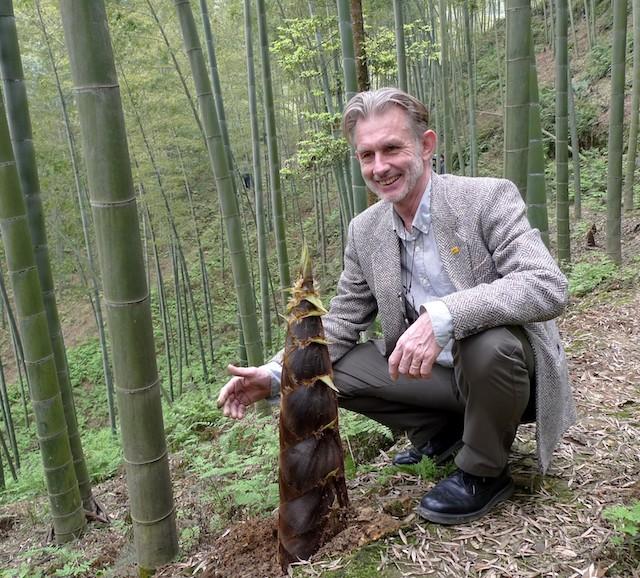 Hans Friederich en una plantación de bambú en China. Crédito: Cortesía Inbar.