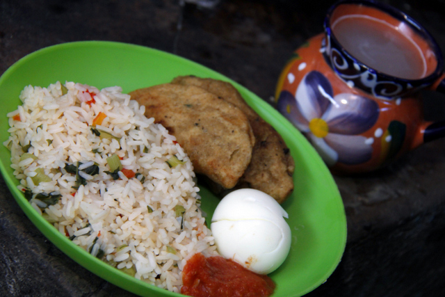 Aprendiendo a cocinar platos equilibrados y nutritivos. Crédito: FAO-GT
