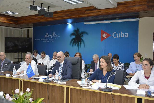 La delegación de la Unión Europea, presidida por el director general adjunto para las Américas del Servicio Europeo de Acción Exterior, durante la primera ronda de diálogo sobre derechos humanos con Cuba, celebrada el martes 9 de octubre en La Habana. Crédito: UE