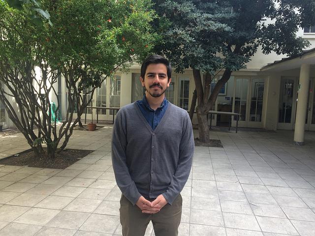 Juan Pablo Ramacciotti, director de Incidencia del chileno y católico Servicio Jesuita a Migrantes, un especialista en el tema migratorio en América Latina, durante su entrevista con IPS en Santiago. Crédito: Orlando Milesi/IPS
