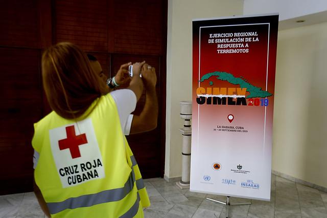 Póster del Ejercicio Regional de Simulación de la Respuesta a Terremotos, el Simex 2019, realizado del 16 al 20 de septiembre en La Habana, en la capital cubana, en que participaron especialistas de 17 países y de diferentes agencias de las Naciones Unidas. Crédito: Jorge Luis Baños/IPS