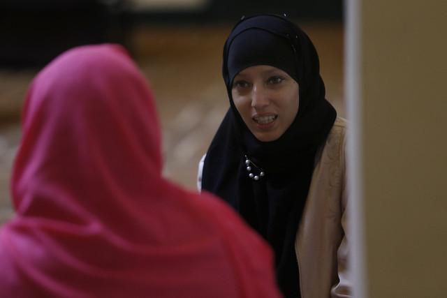 Lisandra Domínguez, integrante de la comunidad musulmana en Cuba, en la mezquita Addallah, en La Habana. Imán, como se la llama en su comunidad de fe, considera que la violencia de género en las redes sociales alcanza en el país un tono más agresivo que en las interacciones reales. Crédito: Jorge Luis Baños/IPS