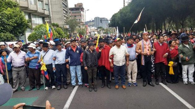 Cabecera de una de las movilizaciones indígenas durante las protestas en Ecuador este mes de octubre, que en varios casos degeneraron en violencia, que dirigentes de las nacionalidades originarias aseguraron que fueron fruto de otros sectores o infiltrados. Crédito: Cortesía de Conaie