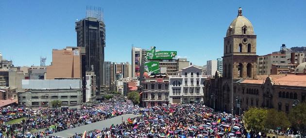 Protestas en la ciudad de La Paz, la capital política de Bolivia, en demanda de que se realice una segunda vuelta de las elecciones presidenciales, celebradas el 20 de octubre. Crédito: ONU