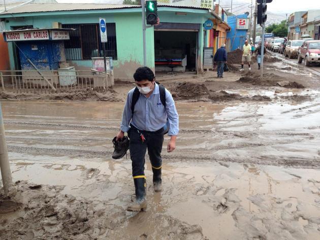 Al menos 26 personas fallecidas, más de 2 000 casas destruidas y más de 6 000 edificios dañados por las inundaciones aluvionales en el norte desértico de Chile en 2015. Crédito: OPS